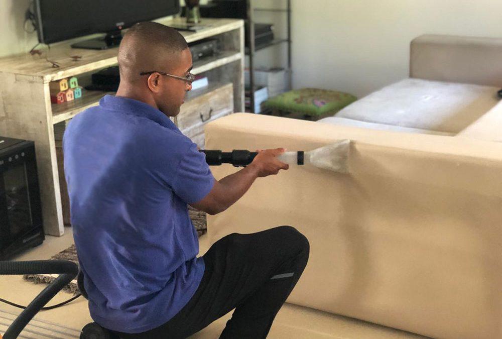 melhores empresas de lavagem de sofá
